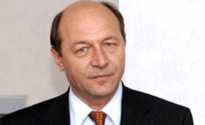 Romanian court says Basescu wins presidential vote