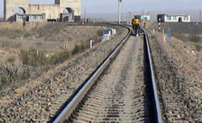 Iraq to rebuild rail system as reconstruction gathers pace