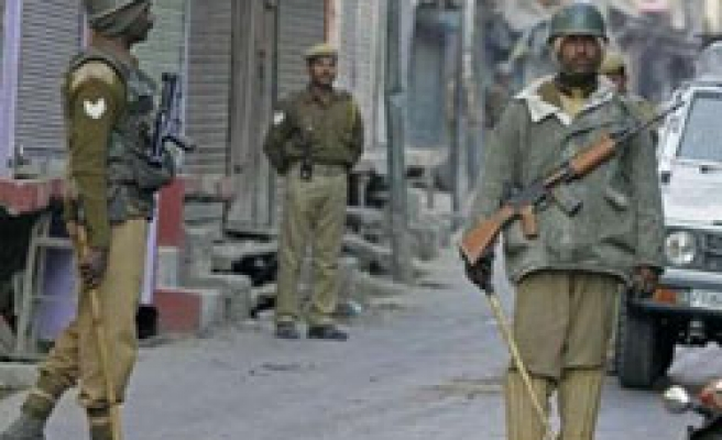 India deployes thousands of troops in Kashmir