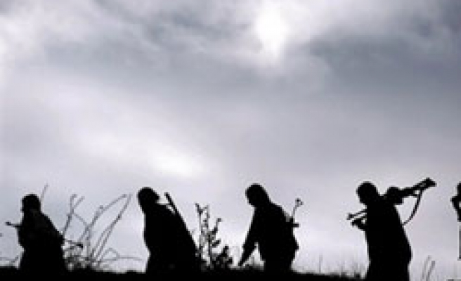 Three Turkish soldiers wounded in PKK clash