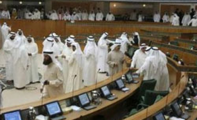 Islamist MPs plan to question Kuwait PM over Dow deal