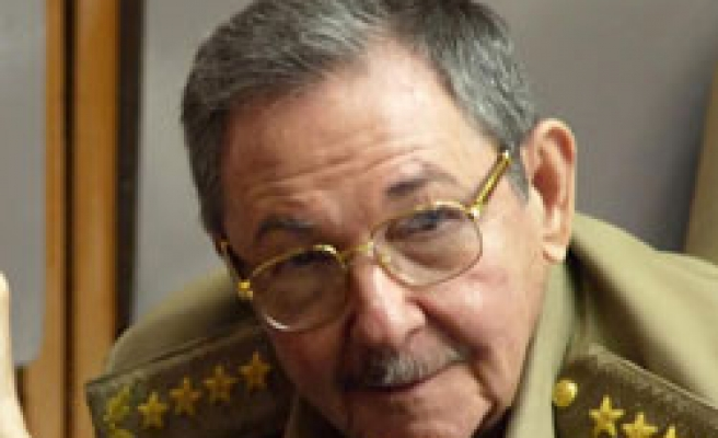 Raul Castro says hopes too high for Obama