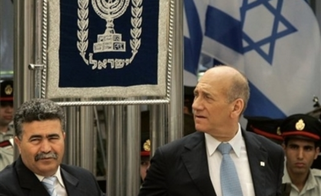 Calls grow for Olmert, Peretz, to quit