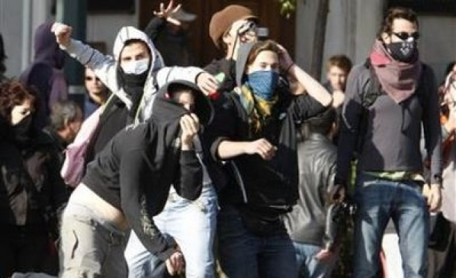 Anarchists clash with Greek police in Athens march
