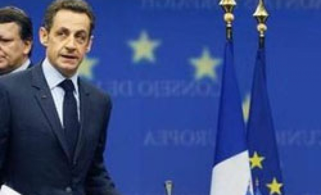 French Socialists censure government over economy