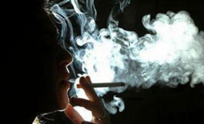 Smoking pregnant can damage thyroid for both-study