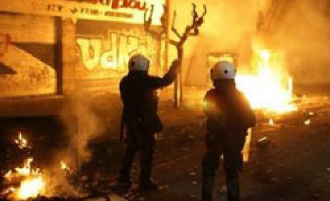 Hundreds of Greek protesters clash with police