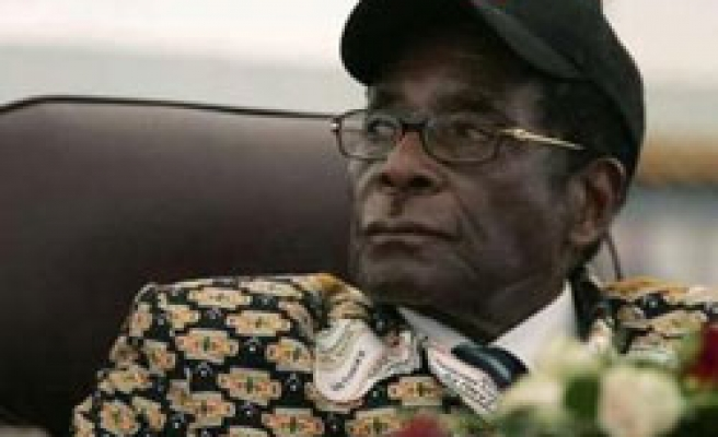 Zimbabwean Mugabe says committed to farm policy