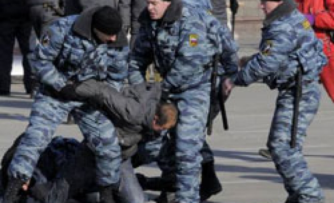 Russia riot police detain 100 at crisis protest