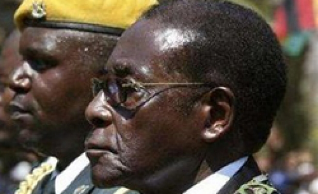 US says not to reverse sanctions as long as Mugabe in power