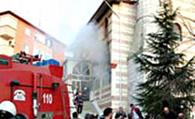 Turkish police detain 5 over mosque fires