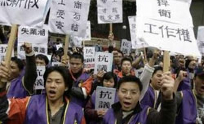 800 in Taiwan protest against laying off workers
