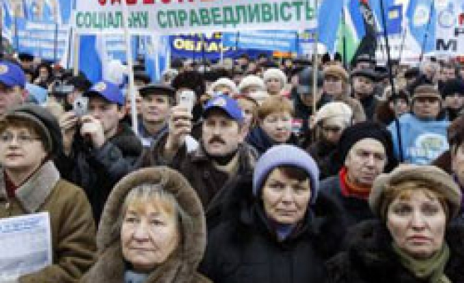 Thousands march to warn Ukraine govt on crisis moves