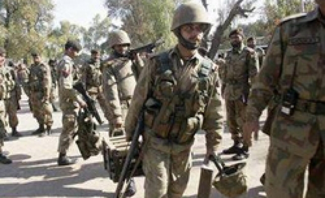 Pakistan cancels army leave amid India tensions