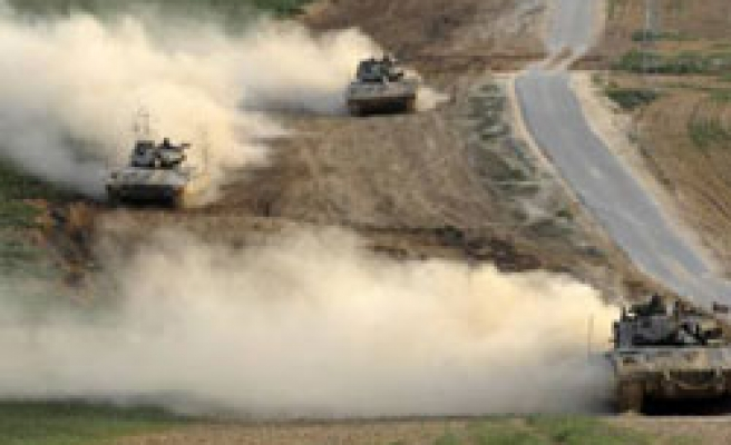 Gaza crossings briefly opened after Israeli threatening remarks