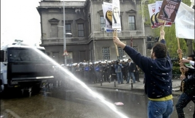 Police arrest 580 in Istanbul May Day rally