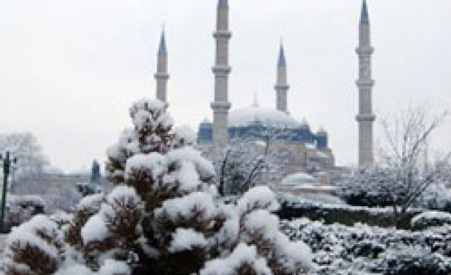 Cold weather, heavy snowfall in Turkey's central, eastern parts