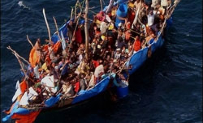 300 migrants feared dead off remote Indian islands