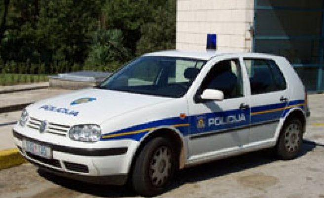 Croat police arrest 5, probe graft at state bank HPB