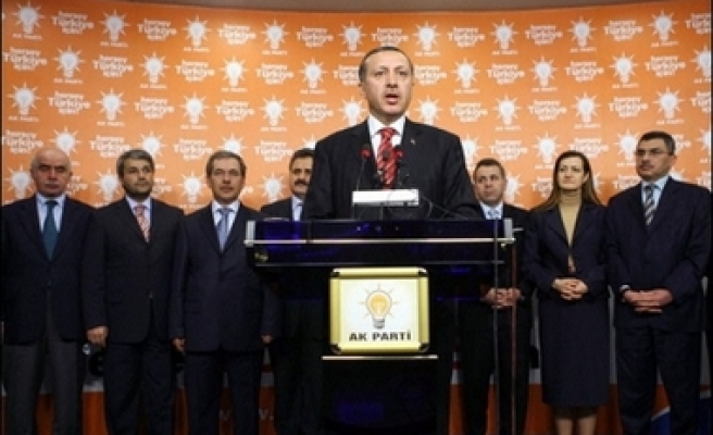 Turkish ruling party submits early election proposal