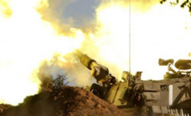 Truce efforts as Israel tanks fire into Gaza