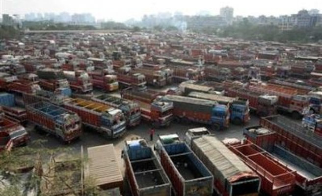 India truckers' national strike pushes up commodity prices