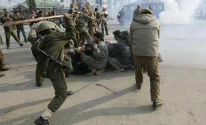 India wounds 80 Kashmiris during Ashura procession
