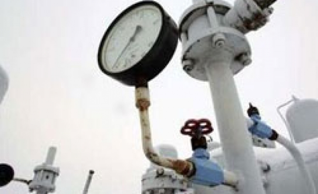 Ukraine starts to use oil to compensate for falling gas