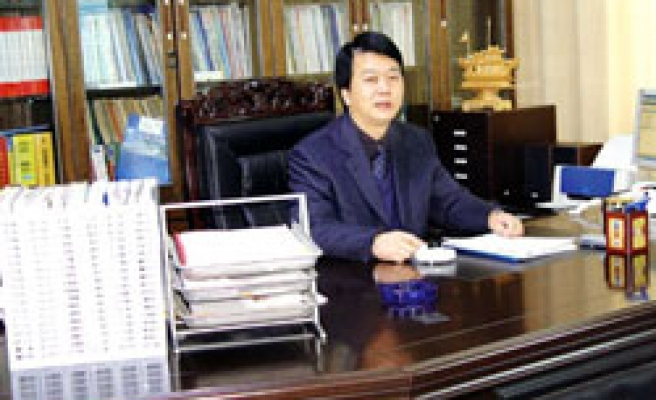 China jails dissident to 6 years for helping opposition group