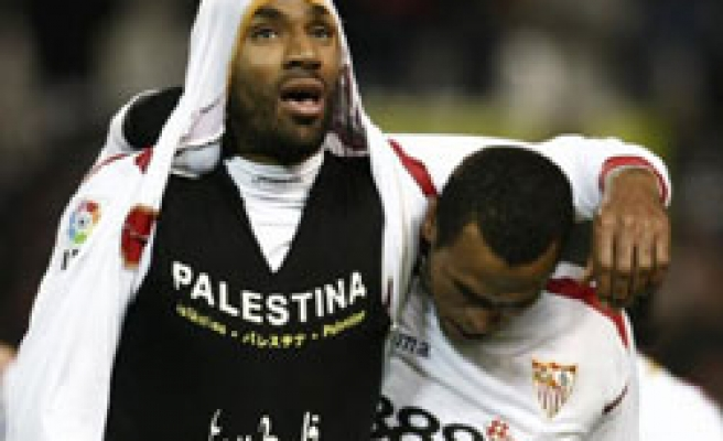 Spain's Kanoute shows support for Palestinians / VIDEO