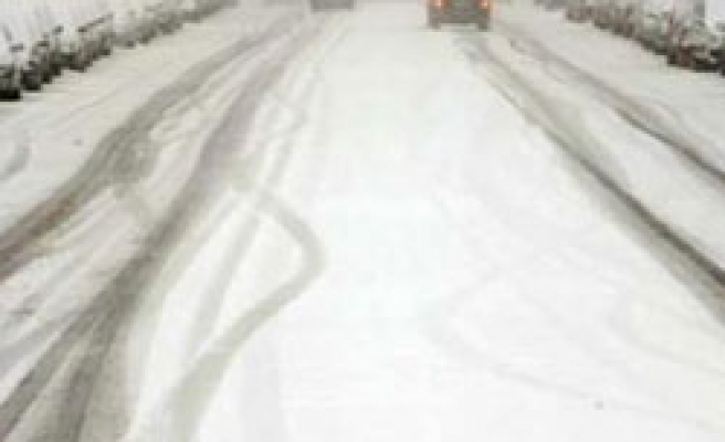 Madrid travel snarled by deepest snow in years