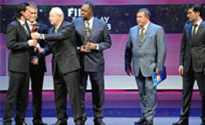 Turkish Football Federation receives FIFA Fair Play Award for 2008