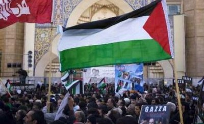 Iranians wave Palestine's flags, burn Obama's pictures