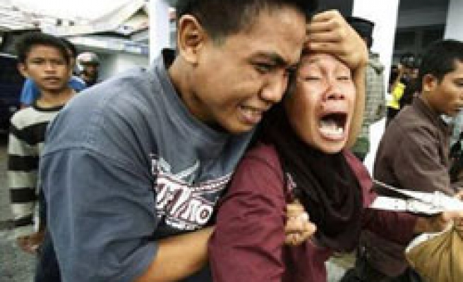 Indonesia probes ferry disaster cause as families join search