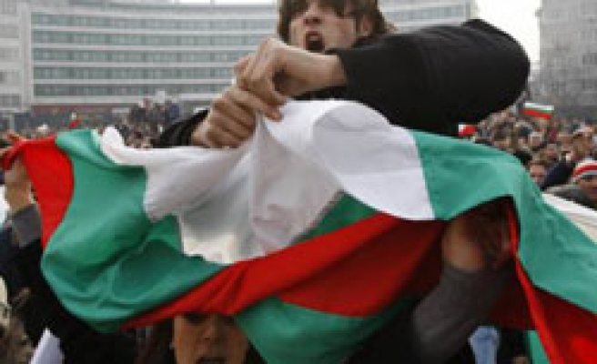 Thousand of Bulgarians protest government in second rally