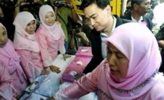 Thai PM says 'to end army abuse in Muslim south'