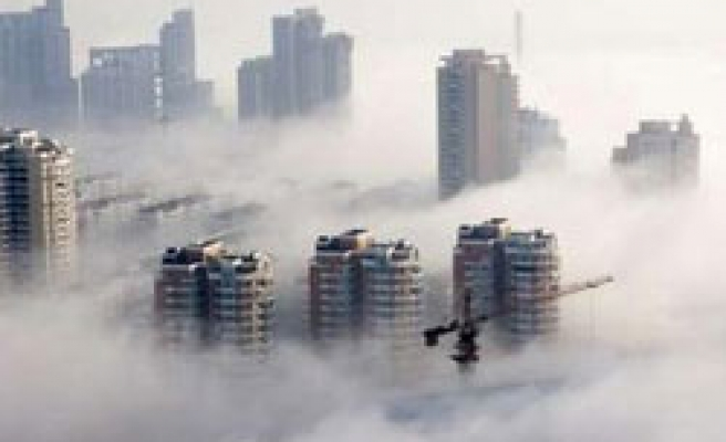 Fog in western China grounds flights, strands thousands