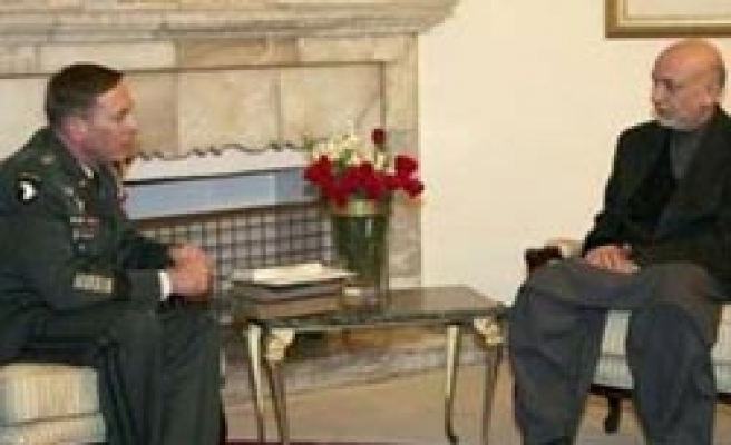 US Petraeus meets Karzai after new supply routes deal
