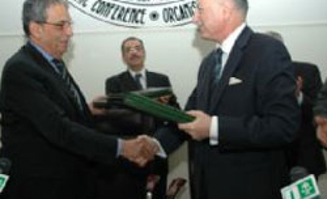 OIC and Arab League sign cooperation agreement