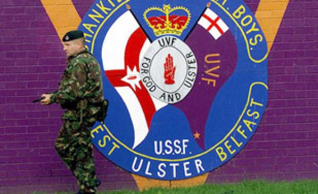 Irish Protestant groups leaves arms