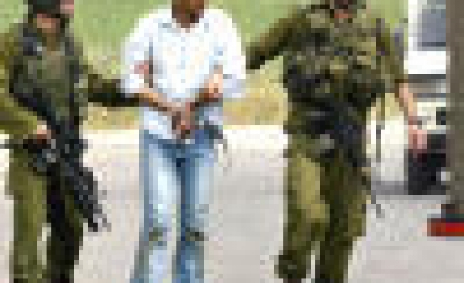 Israeli authorities continue their arrest campaign in the West Bank