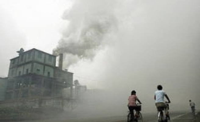 China shuts down thousands of firms for pollution offences