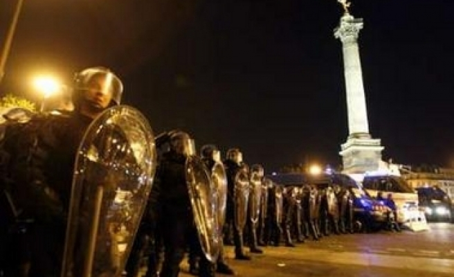 Hundreds arrested in French riot after Sarkozy's win