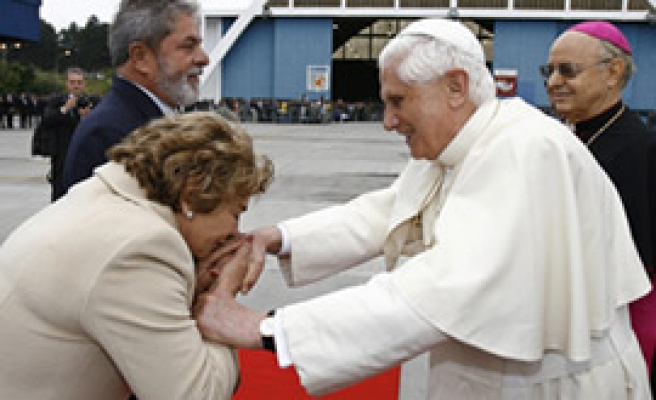 Abortion row hits pope's visit