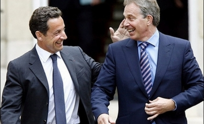 Sarkozy meets Blair in first foreign meeting