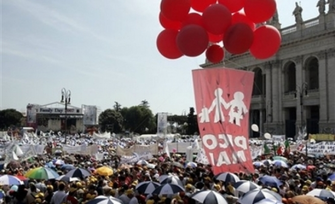 Italians rally against liberal marriage bill