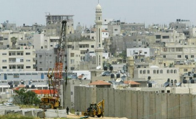 Experts to assess damage by Israel's wall
