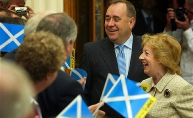 Ruling Scottish party backs independence from UK