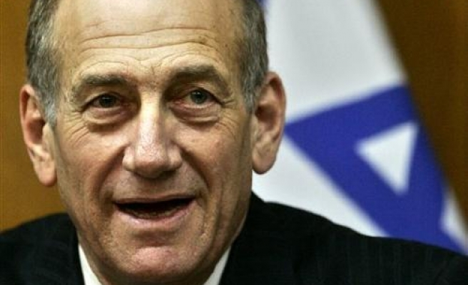 Israel threatens more missile attacks