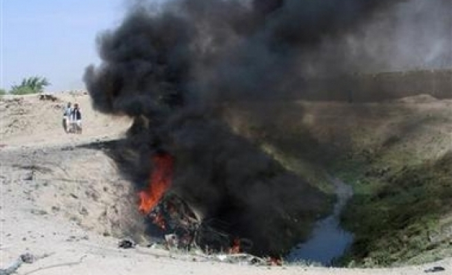Afghan minister wounded by bomb